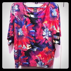 Fashion Top! Bright colors! Perfect for spring 💐